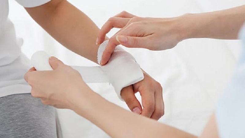 پانسمان زخم را چگونه انجام دهیم؟|کلینیک شبانه روزی آریافولادشهر