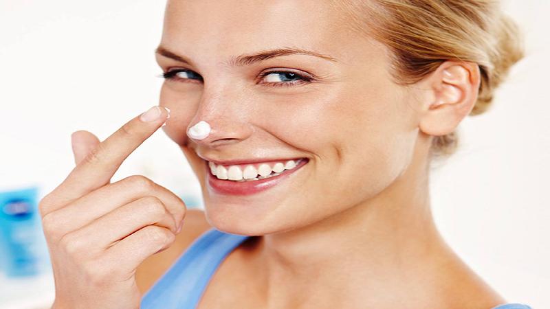 بهترین کرم برای پوسته پوسته شدن پوست | کلینیک شبانه روزی فولادشهر