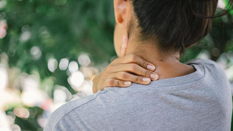 نرمشهای تقویتی عضلات گردن | کلینیک شبانه روزی فولادشهر
